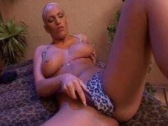 big breasted hottie